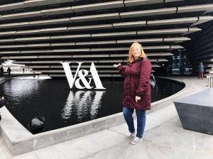 V&A Museum Dundee exterior selfie